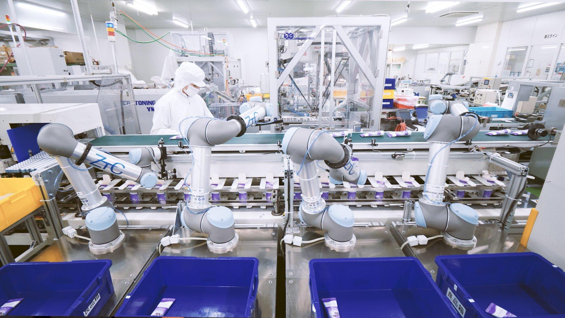 1_ 4 x UR5s at inner-box packaging line
