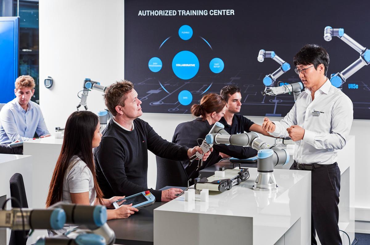 universal robots online academy