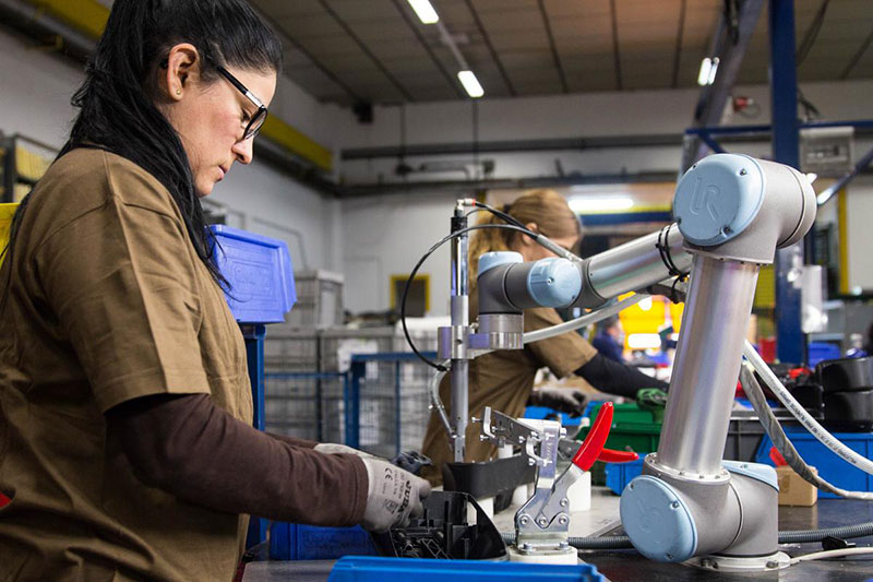 Cobots-in-manufacturing