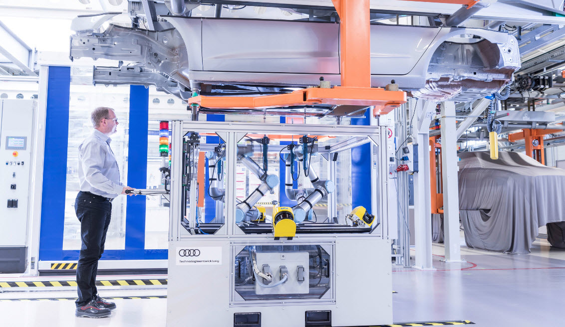 Cobots help the automotive industry universal robots