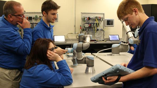 Raising-robot-literacy-with-cobots