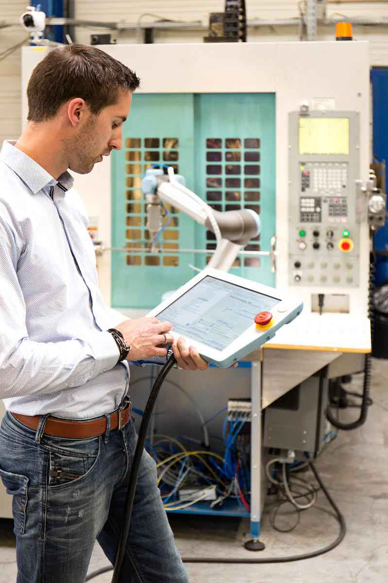 easy-to-program-injection-molding-robots