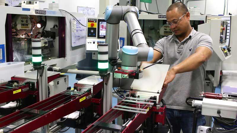 injection-molding-robots-at-tegra-medical