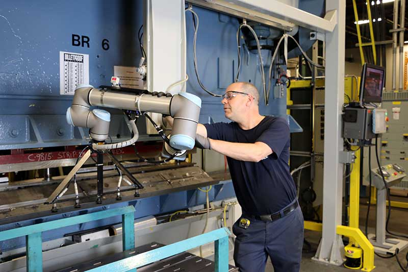 a-Canadian-manufacturer-uses-collaborative-robots