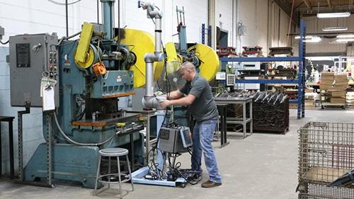 flexibility-cobots-at-scott-fetzer-universal-robots