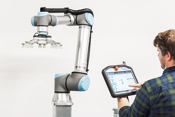 e-Series integrata in cella robotica