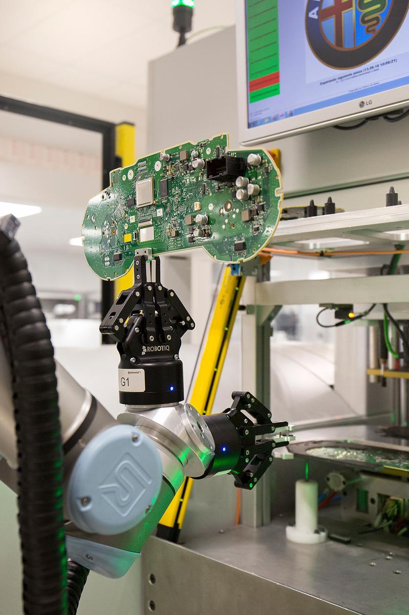 UNIVERSAL ROBOTS Continental 12-1200px