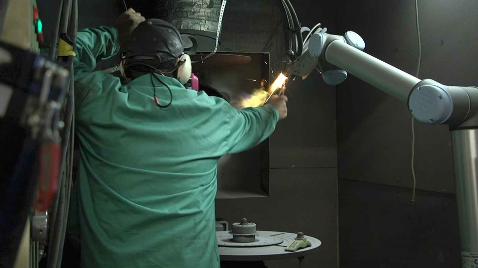 collaborative_robots_withstand_high_temperatures_-and_-harsh_environment_while_performing_metal_powder_-and_-plasma_-spray