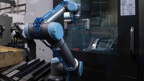 machine_tending_cnc_with_collaborative_robots_at_baumrukbaumruk