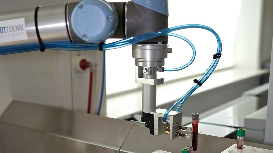 ur5_collaborative_robots_handling_blood_samples_denmark_2